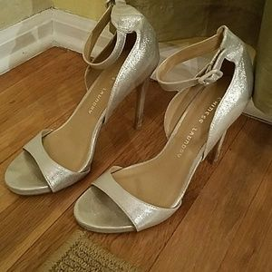 SILVET CHINESE LAUNDRY STRAPPY HEELS!